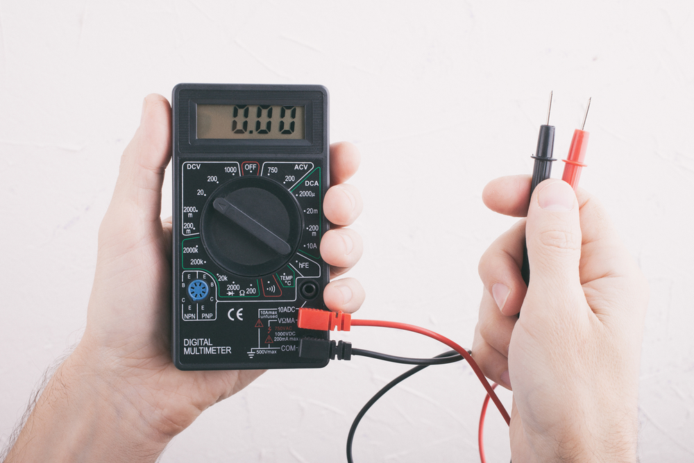 treesolar_voltmeter_technician_electrical